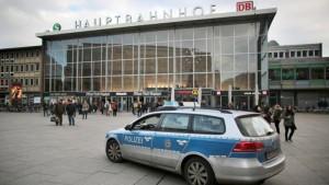 Colonia, i racconti delle ragazze molestate dagli immigrati
