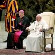 Vaticano, guardia svizzera scivola per un lieve malore4