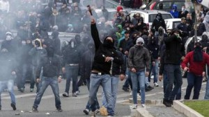 Fiorentina-Lazio, petardi-fumogeni in strada: fermati tifosi