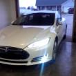 Auto elettrica Tesla entra ed esce da garage da sola3