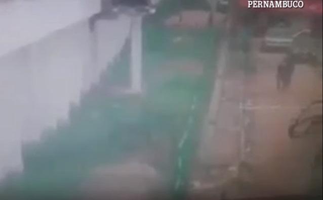 Brasile, esplosione carcere 100 detenuti fuggono
