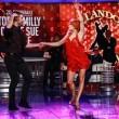 Bruno Vespa balla con quattro donne, due delle quali mezze nude, nel salotto buono di Porta a Porta. Accade martedì 26 gennaio12