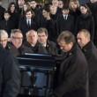 Celine Dion distrutta a funerali marito5