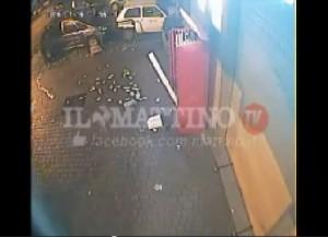 Napoli, fanno esplodere distributore sigarette per furto