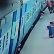 Donna muore risucchiata da treno in movimento