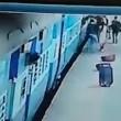 Donna muore risucchiata da treno in movimento3