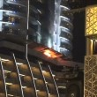 Dubai, selfie davanti all'Adress Downtown Hotel in fiamme7