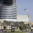 Dubai, selfie davanti all'Adress Downtown Hotel in fiamme6