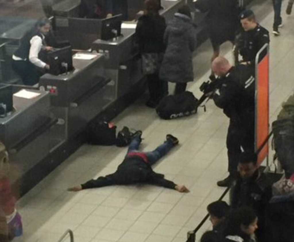 Ho una bomba paura aeroporto Amsterdam, un arresto