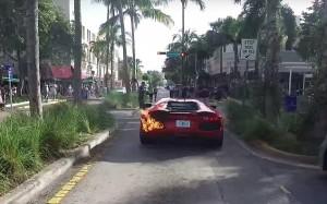 YOUTUBE Lamborghini a fuoco parcheggiatore la stava provando
