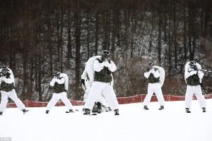 YOUTUBE Marines e militari coreani sulla neve a -20 °C FOTO