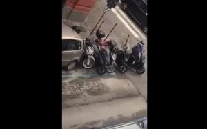 YOUTUBE Napoli, come rubare uno scooter in 40 secondi