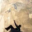 Paracadutista impigliato nella cintura di sicurezza4
