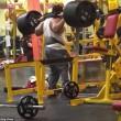 Pesi troppo pesanti bodybuilder fa crollare tutto 3