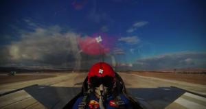 YOUTUBE Così un F-16 raggiunge 4.500 metri in 45 secondi