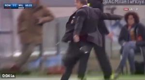Guarda la versione ingrandita di VIDEO. Mihajlovic espulso per calcio a bottiglietta