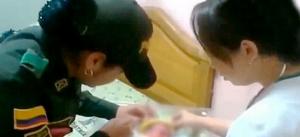 YOUTUBE Poliziotta salva bimba abbandonata e la allatta