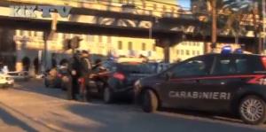 Guarda la versione ingrandita di Genova, blitz carabinieri contro parcheggiatori abusivi FOTO
