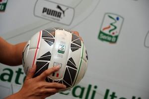 Guarda la versione ingrandita di Cesena - Ascoli, il pallone della Serie B nella foto LaPresse