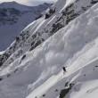 """Snowboarder con la valanga che lo """"insegue"""" 2"""