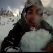 Snowboarder provoca valanga e la riprende con GoPro3
