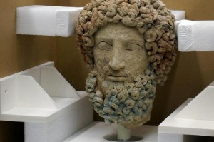 Guarda la versione ingrandita di Getty Museum restituisce all'Italia la Testa di Ade-Barbablù