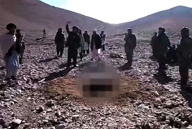 FOTO Donna lapidata nello Yemen per adulterio da Al Qaida