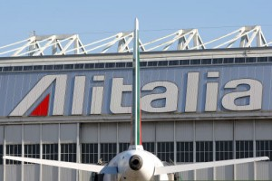 Cuneo, studenti rubano giubbotti salvataggio aereo dopo gita