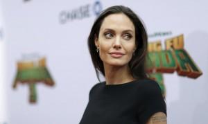 Guarda la versione ingrandita di Angelina Jolie sempre più magra FOTO