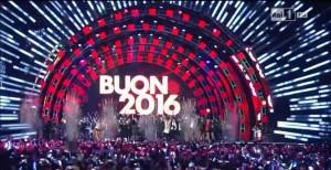 Guarda la versione ingrandita di Capodanno in tv mai a mezzanotte: Rai e Mediaset truccano