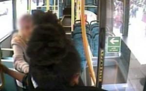 YOUTUBE Ragazza dà pugno a anziana sul bus: arrestata