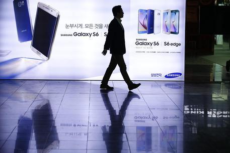 Apple, iPhone vendite in calo