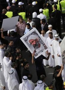 Guarda la versione ingrandita di Arabi della minoranza sciita protestano contro la condanna a morte dell'Imam  Nimr al-Numra
