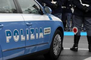 Roma, rom contro volante poi cercano di investire poliziotto