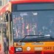 Roma, bus Atac contro albero su Cristoforo Colombo: 7 feriti