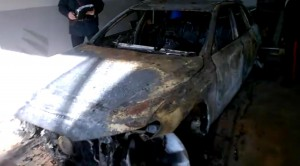 Guarda la versione ingrandita di Audi gialla bruciata. FOTO. Tracce portano al covo banditi