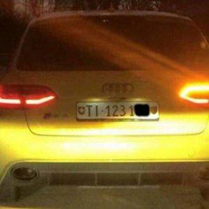 Audi gialla: continuano avvistamenti. Quale quello vero?