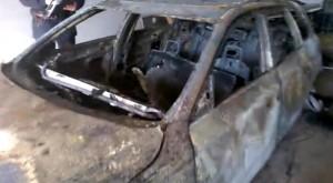 Guarda la versione ingrandita di Audi gialla, nuovi indizi: fori di proiettile, mozzicone... (foto Ansa)