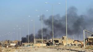 Guarda la versione ingrandita di Baghdad, assalto al centro commerciale: almeno 14 morti