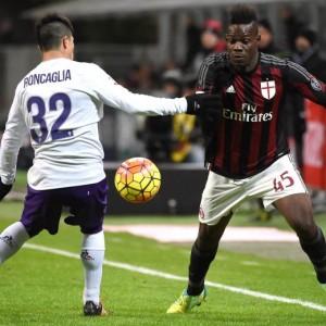 Guarda la versione ingrandita di Milan-Fiorentina: Mario Balotelli entra, Antonio Conte via (foto Ansa)