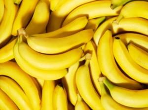 Ladro ruba collana d'oro: costretto a mangiare 48 banane...