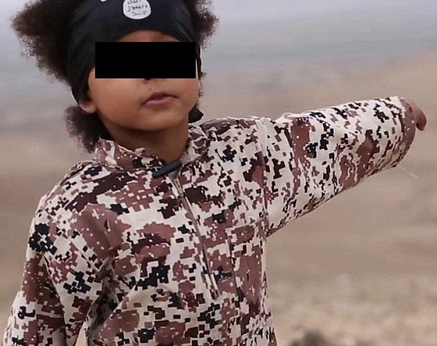 YOUTUBE Il bambino Isis ha 4 anni ma già promette la morte