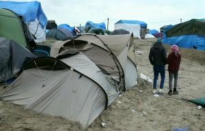 Guarda la versione ingrandita di Il campo profughi di Calais (Foto Lapresse)