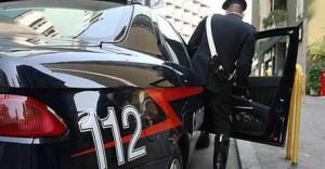 Profugo molesta minorenni e picchia agente: arrestato