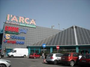 Centro Commerciale Arca, cade in tromba ascensore: è grave