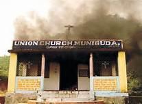 Una chiesa  in India bruciata