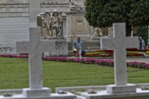 Napoli, sciopero becchini: morti restano fuori