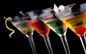 Droga nel drink: così rapinavano uomini conosciuti in chat