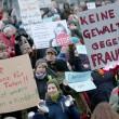 """Colonia, 2 cortei FOTO. Merkel: """"Espelleremo molestatori2"""