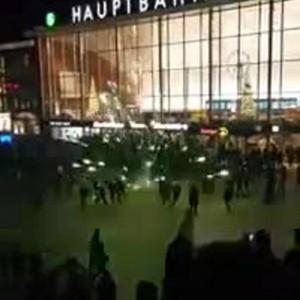 Guarda la versione ingrandita di Il Capodanno con abusi di Colonia (foto Ansa)